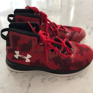Boys Under Armour basketball shoes, size 2youth.